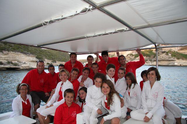 Toute l'équipe en rouge et blanc