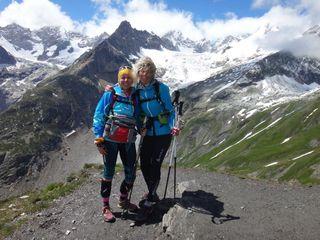 Une façon originale de célébrer leur demi-siècle, le sommet du Grand col Ferret pour Danny et Carole