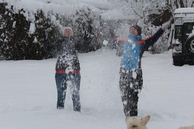 Quand deux passionnées de montagne se réveillent sous la neige